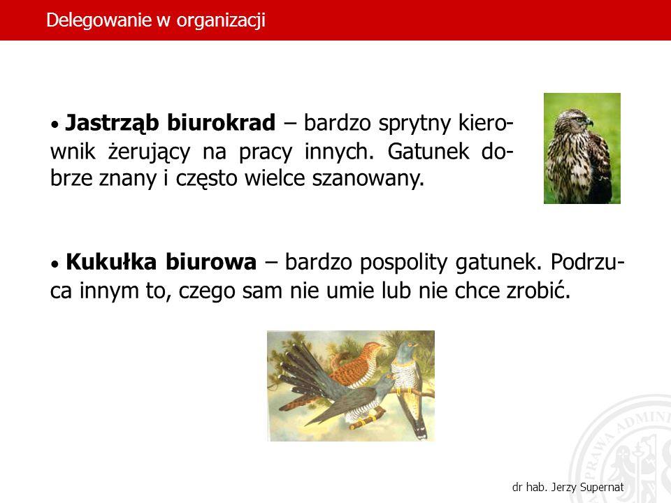 44 Jastrząb biurokrad – bardzo sprytny kiero- wnik żerujący na pracy innych. Gatunek do- brze znany i często wielce szanowany. Kukułka biurowa – bardz