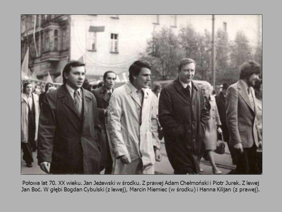 12 Połowa lat 70. XX wieku. Jan Jeżewski w środku. Z prawej Adam Chełmoński i Piotr Jurek. Z lewej Jan Boć. W głębi Bogdan Cybulski (z lewej), Marcin