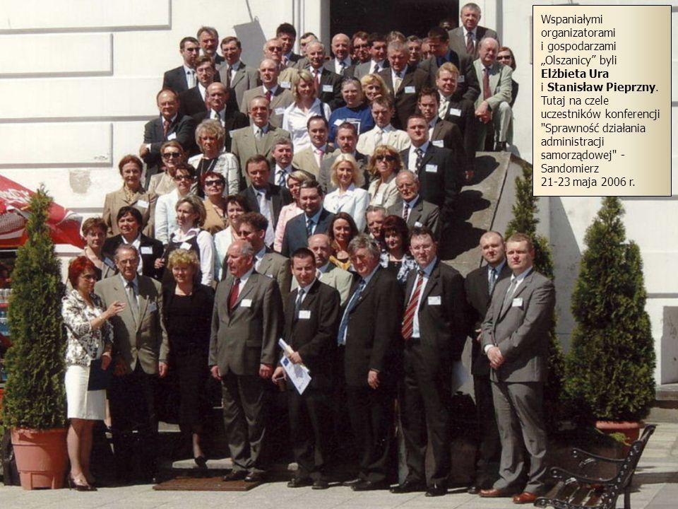 39 Wspaniałymi organizatorami i gospodarzami Olszanicy byli Elżbieta Ura i Stanisław Pieprzny. Tutaj na czele uczestników konferencji
