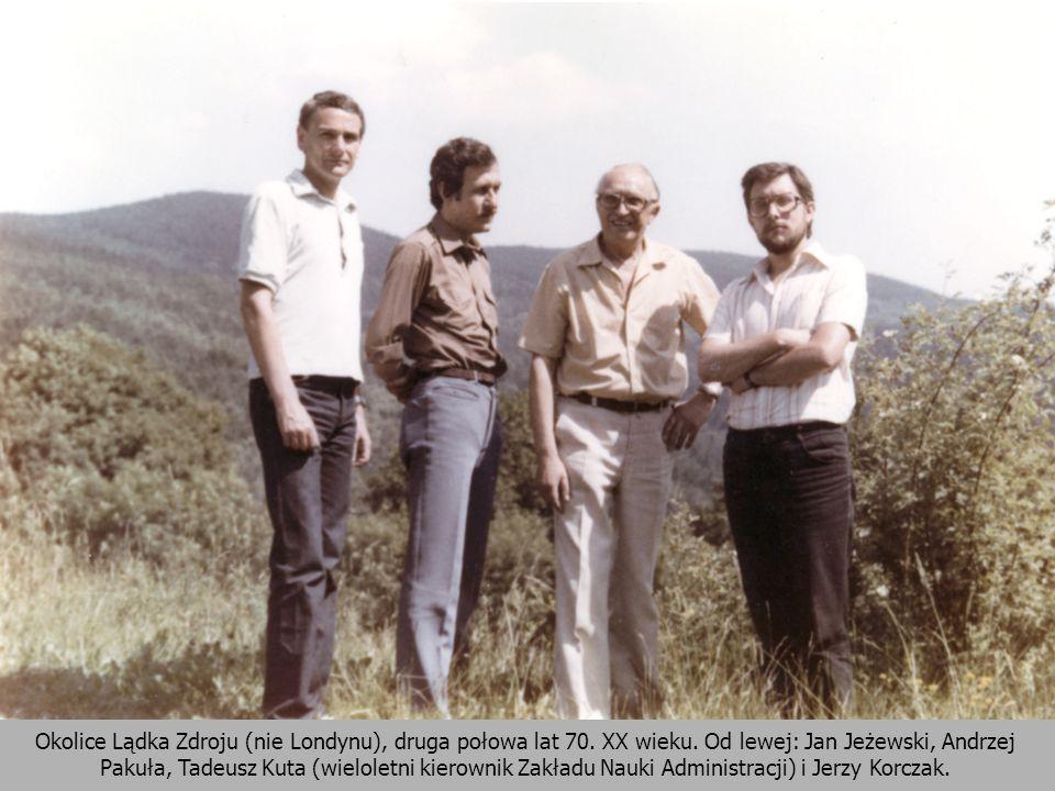 23 Okolice Lądka Zdroju (nie Londynu), druga połowa lat 70. XX wieku. Od lewej: Jan Jeżewski, Andrzej Pakuła, Tadeusz Kuta (wieloletni kierownik Zakła