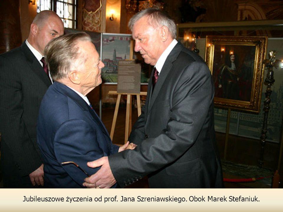Jubileuszowe życzenia od prof. Jana Szreniawskiego. Obok Marek Stefaniuk.