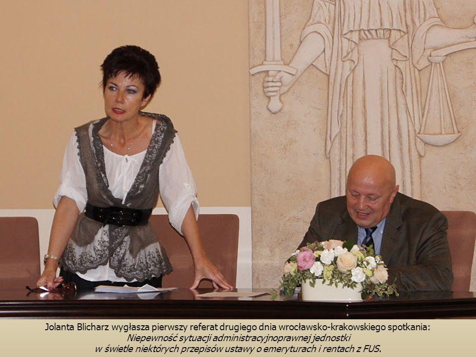 Jolanta Blicharz wygłasza pierwszy referat drugiego dnia wrocławsko-krakowskiego spotkania: Niepewność sytuacji administracyjnoprawnej jednostki w świetle niektórych przepisów ustawy o emeryturach i rentach z FUS.