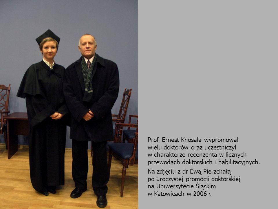 Prof. Ernest Knosala wypromował wielu doktorów oraz uczestniczył w charakterze recenzenta w licznych przewodach doktorskich i habilitacyjnych. Na zdję