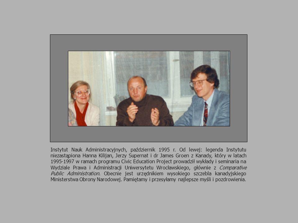 Instytut Nauk Administracyjnych, październik 1995 r. Od lewej: legenda Instytutu niezastąpiona Hanna Kilijan, Jerzy Supernat i dr James Groen z Kanady