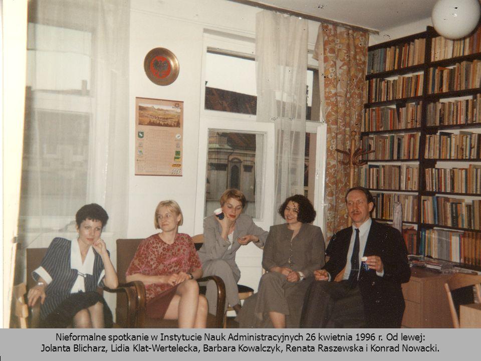 Nieformalne spotkanie w Instytucie Nauk Administracyjnych 26 kwietnia 1996 r. Od lewej: Jolanta Blicharz, Lidia Klat-Wertelecka, Barbara Kowalczyk, Re