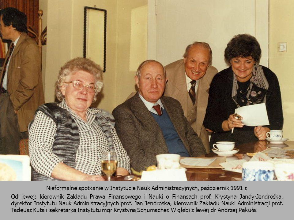 Nieformalne spotkanie w Instytucie Nauk Administracyjnych, październik 1991 r. Od lewej: kierownik Zakładu Prawa Finansowego i Nauki o Finansach prof.