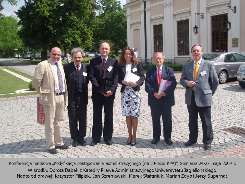 Konferencja naukowa Kodyfikacja postępowania administracyjnego (na 50-lecie KPA), Sieniawa 24-27 maja 2009 r. W środku Dorota Dąbek z Katedry Prawa Ad