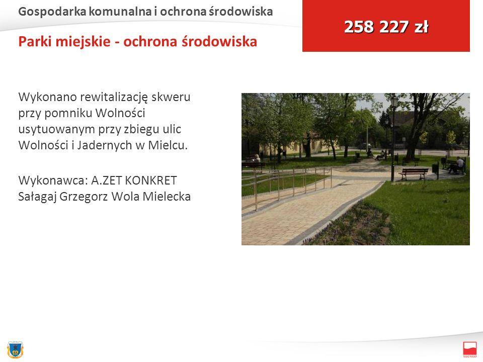 Parki miejskie - ochrona środowiska Wykonano rewitalizację skweru przy pomniku Wolności usytuowanym przy zbiegu ulic Wolności i Jadernych w Mielcu. Wy