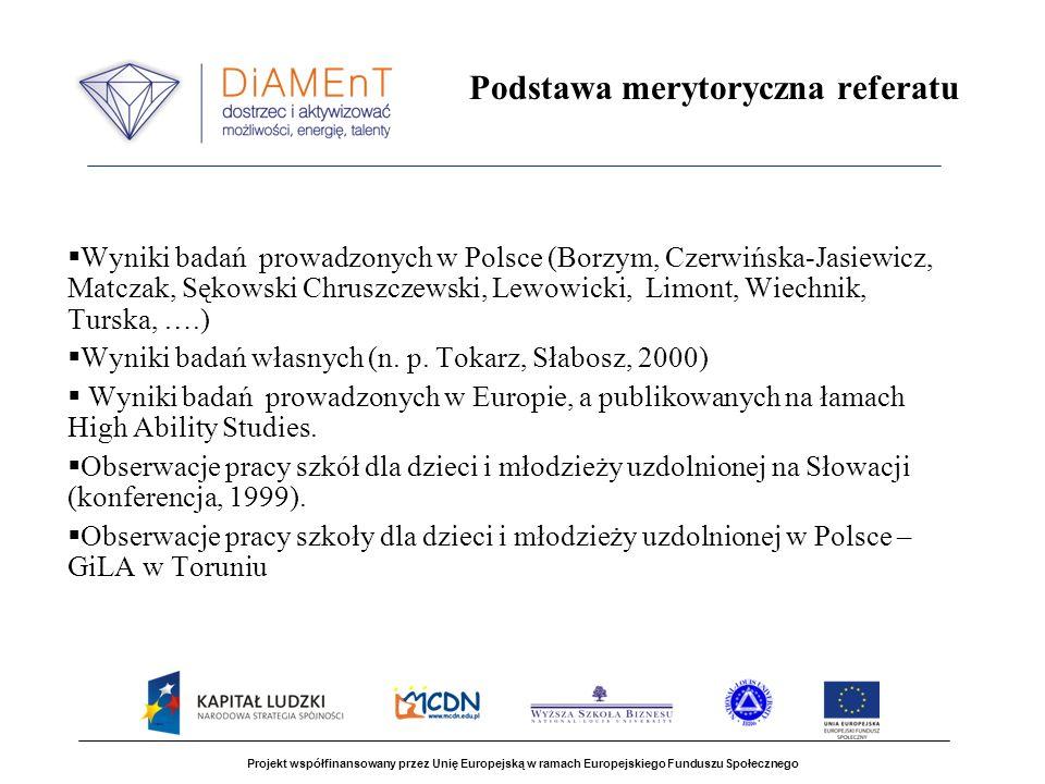 Projekt współfinansowany przez Unię Europejską w ramach Europejskiego Funduszu Społecznego Przekonania nauczycieli dotyczące ich własnych uzdolnień (Tokarz, Słabosz, 2001) Nauczycielska OFERTA dotyczy głównie osobowości, a nie intelektu, Znacznej, deklarowanej sprawności działania: wysokiej giętkości i spontaniczności towarzyszy stosunkowo niska tolerancja niezgodności poznawczych i niewysoka oryginalność.