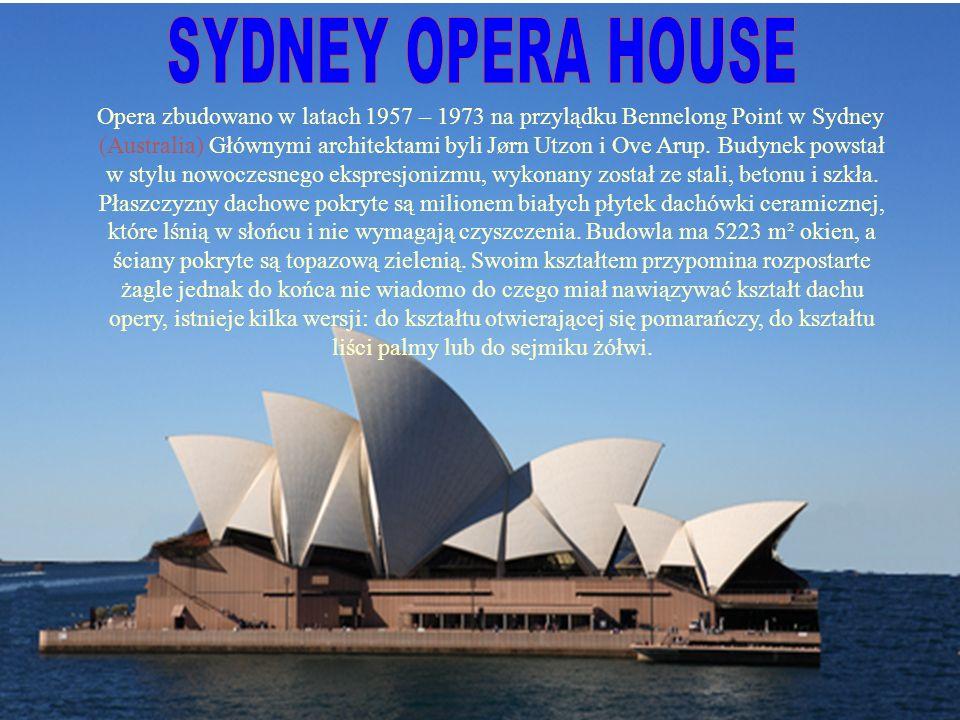 Opera zbudowano w latach 1957 – 1973 na przylądku Bennelong Point w Sydney.