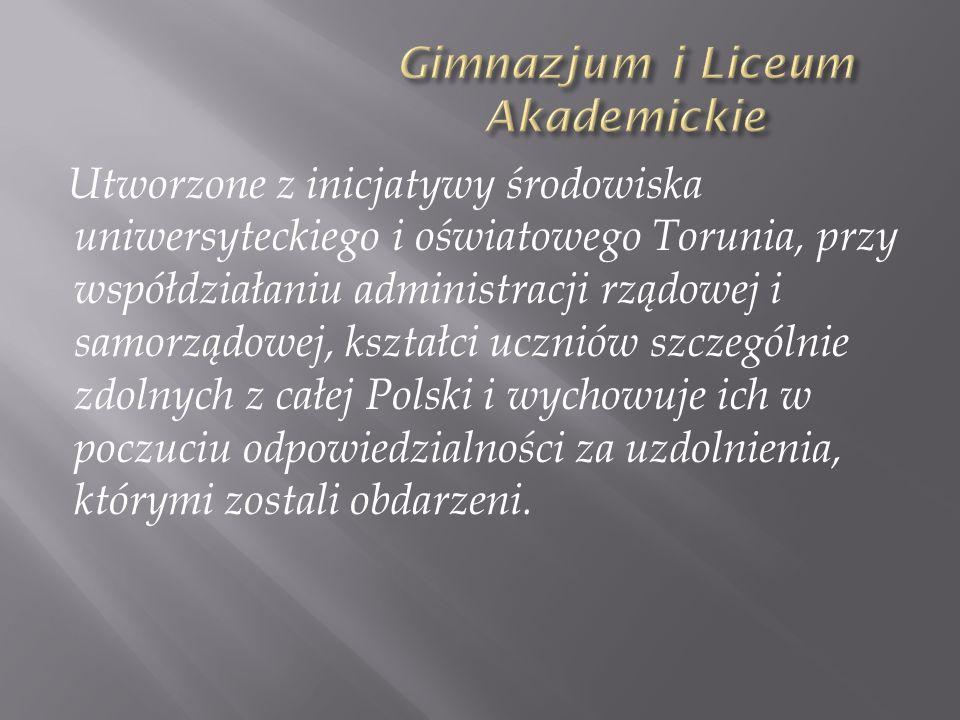 Utworzone z inicjatywy środowiska uniwersyteckiego i oświatowego Torunia, przy współdziałaniu administracji rządowej i samorządowej, kształci uczniów