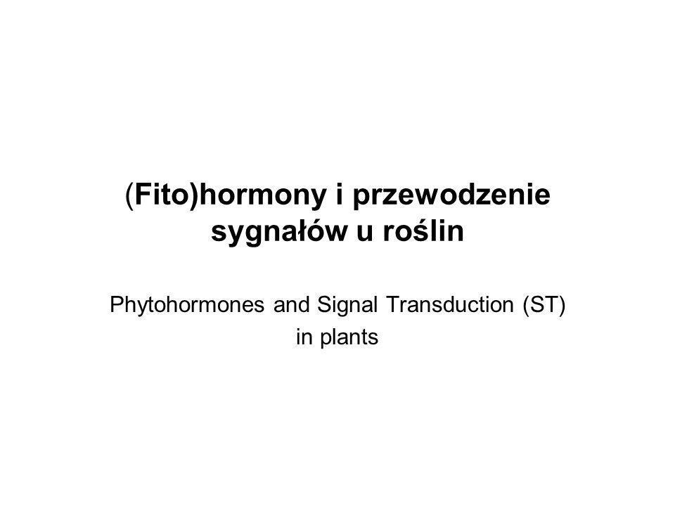 Hormony roślinne Związki organiczne o niewielkiej masie cząsteczkowej, które wpływają na odpowiedź fizjologiczną na bodźce środowiskowe, działają w niewielkich stężeniach (zwykle poniżej 10 -7 M).