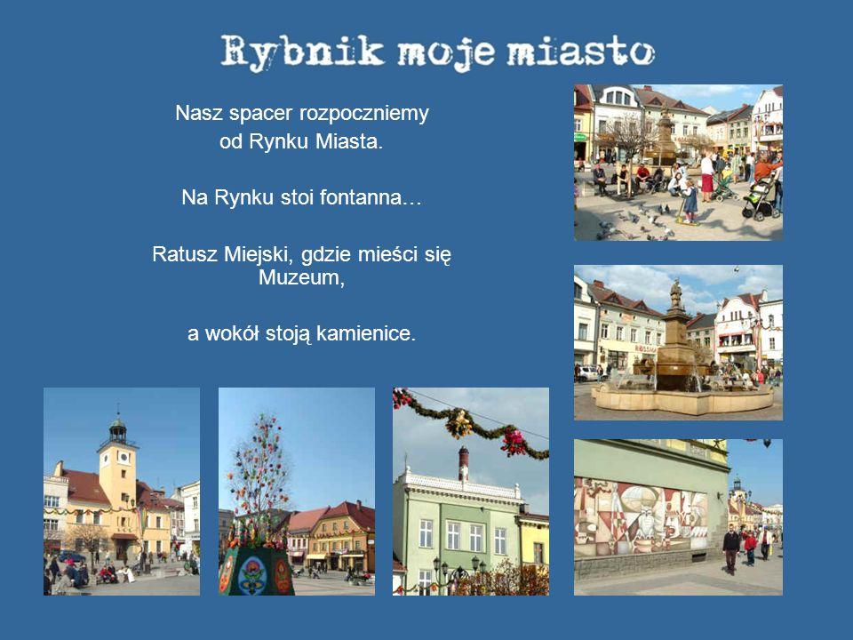 Nasz spacer rozpoczniemy od Rynku Miasta. Na Rynku stoi fontanna… Ratusz Miejski, gdzie mieści się Muzeum, a wokół stoją kamienice.