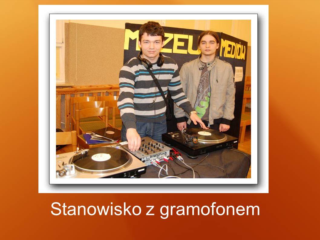 Stanowisko z gramofonem