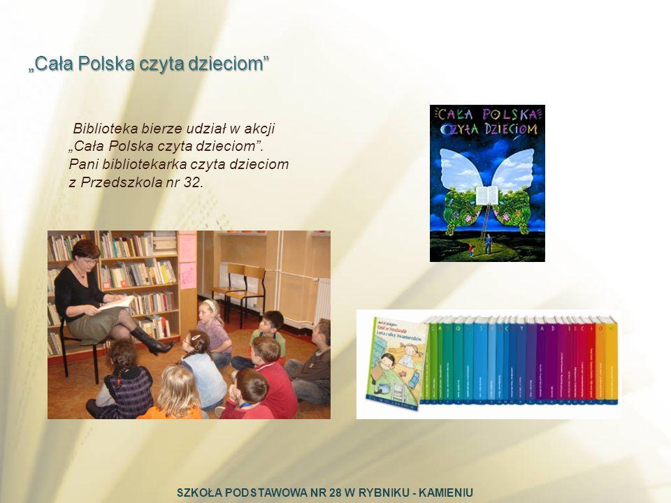 Biblioteka bierze udział w akcji Cała Polska czyta dzieciom. Pani bibliotekarka czyta dzieciom z Przedszkola nr 32. Cała Polska czyta dzieciom SZKOŁA