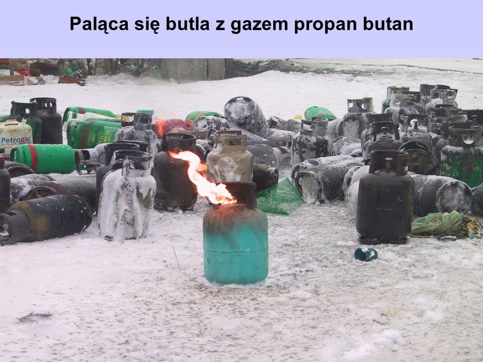 Paląca się butla z gazem propan butan