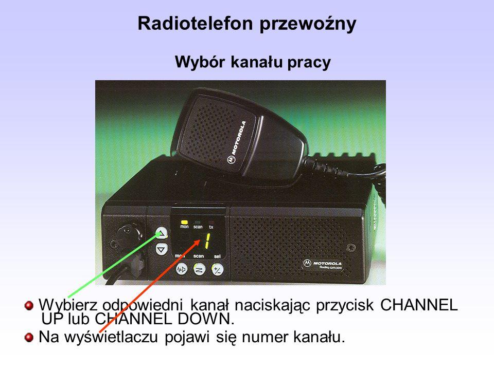 Radiotelefon przewoźny Wybierz odpowiedni kanał naciskając przycisk CHANNEL UP lub CHANNEL DOWN. Na wyświetlaczu pojawi się numer kanału. Wybór kanału