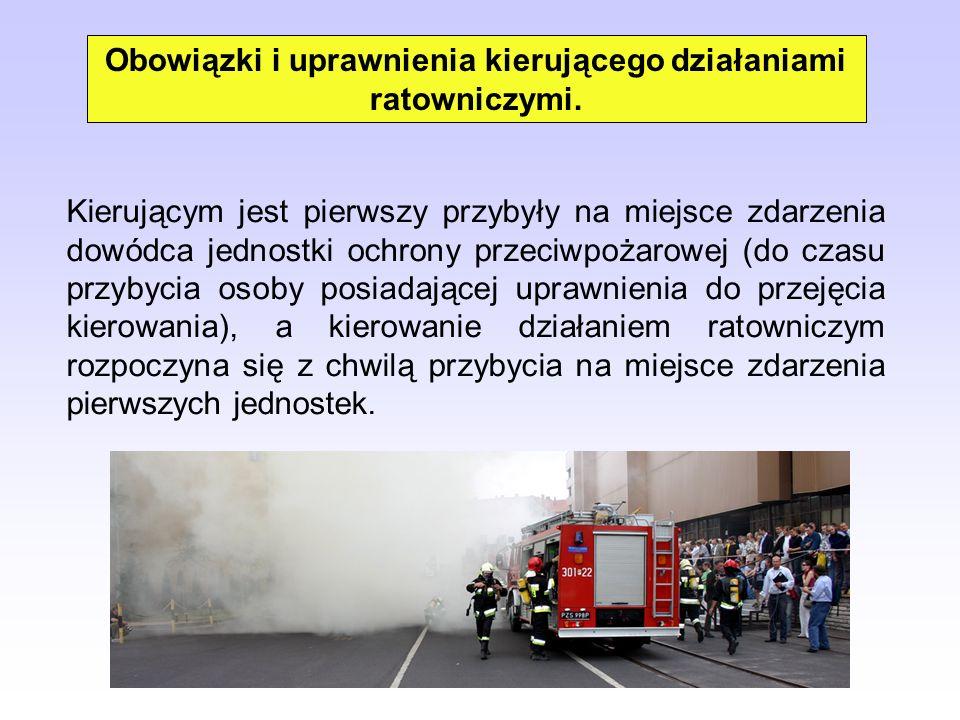 Kierującym jest pierwszy przybyły na miejsce zdarzenia dowódca jednostki ochrony przeciwpożarowej (do czasu przybycia osoby posiadającej uprawnienia d