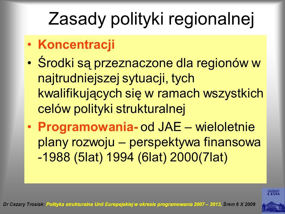 Zasady polityki regionalnej Rodzaje partnerstwa wertykalne – współpraca KE w władzami horyzontalne – konsultacje z partnerami społecznymi Zasada partnerstwa - włączanie w proces podejmowania decyzji i ich realizację odpowiednich szczebli władz wspólnotowych i krajowych, jak również instytucji i środowisk regionalnych najlepiej znających potrzeby i możliwości swego regionu.