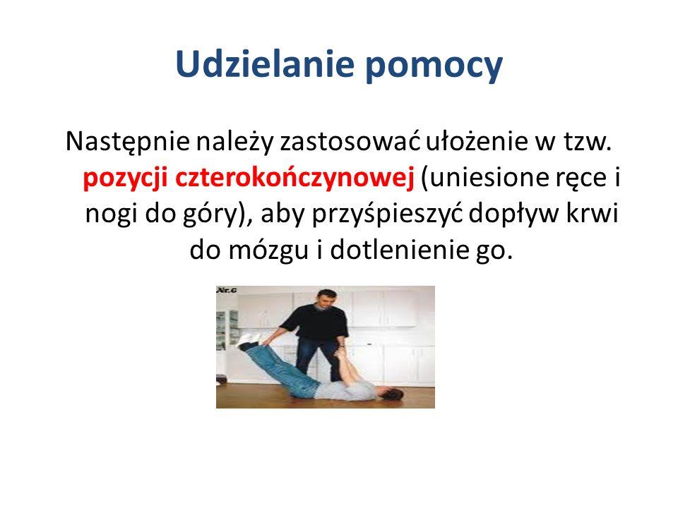 Udzielanie pomocy Następnie należy zastosować ułożenie w tzw. pozycji czterokończynowej (uniesione ręce i nogi do góry), aby przyśpieszyć dopływ krwi