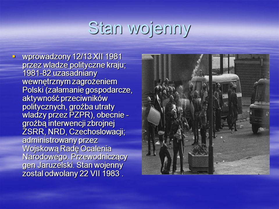 Okrągły stół Okągły Stół to efekt długo falowego procesu przekształcania sie sytuacji politycznej w Polsce, od sierpnia ale i wcześniej, to nie była rewolucja to była koniecznośc następujących po sobie zmian!.