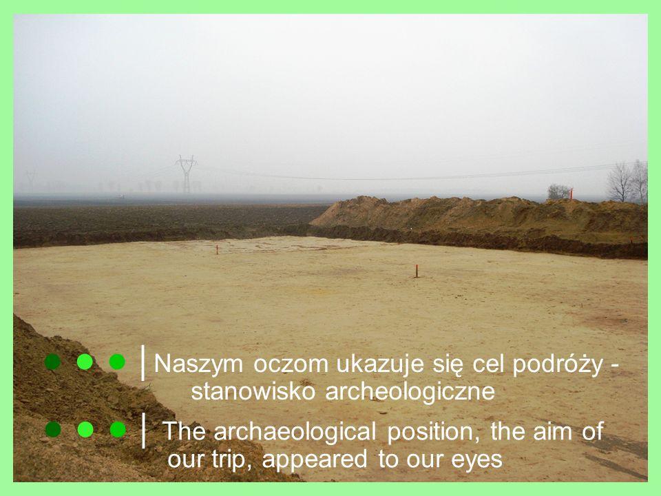 Pan opowiada nam o badaniach przekrojów glebowych He is telling us about the investigations of soil sections