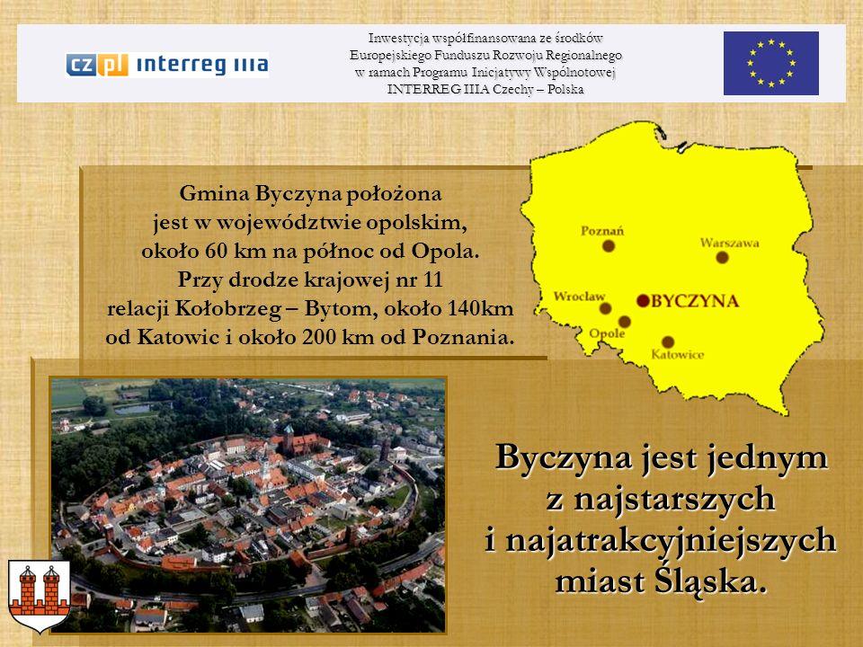 Gmina Byczyna położona jest w województwie opolskim, około 60 km na północ od Opola. Przy drodze krajowej nr 11 relacji Kołobrzeg – Bytom, około 140km