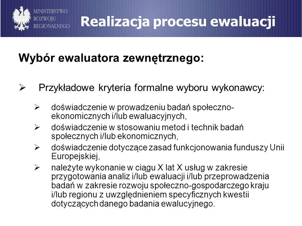 Realizacja procesu ewaluacji Wybór ewaluatora zewnętrznego: Przykładowe kryteria formalne wyboru wykonawcy: doświadczenie w prowadzeniu badań społeczn