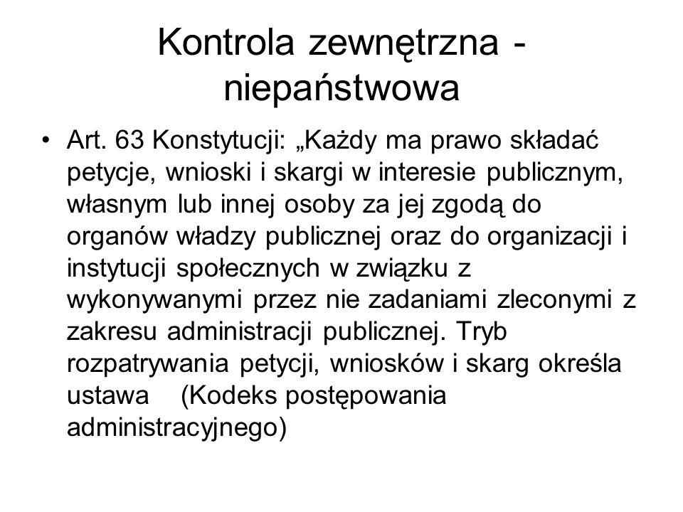 Kontrola zewnętrzna - niepaństwowa Art. 63 Konstytucji: Każdy ma prawo składać petycje, wnioski i skargi w interesie publicznym, własnym lub innej oso