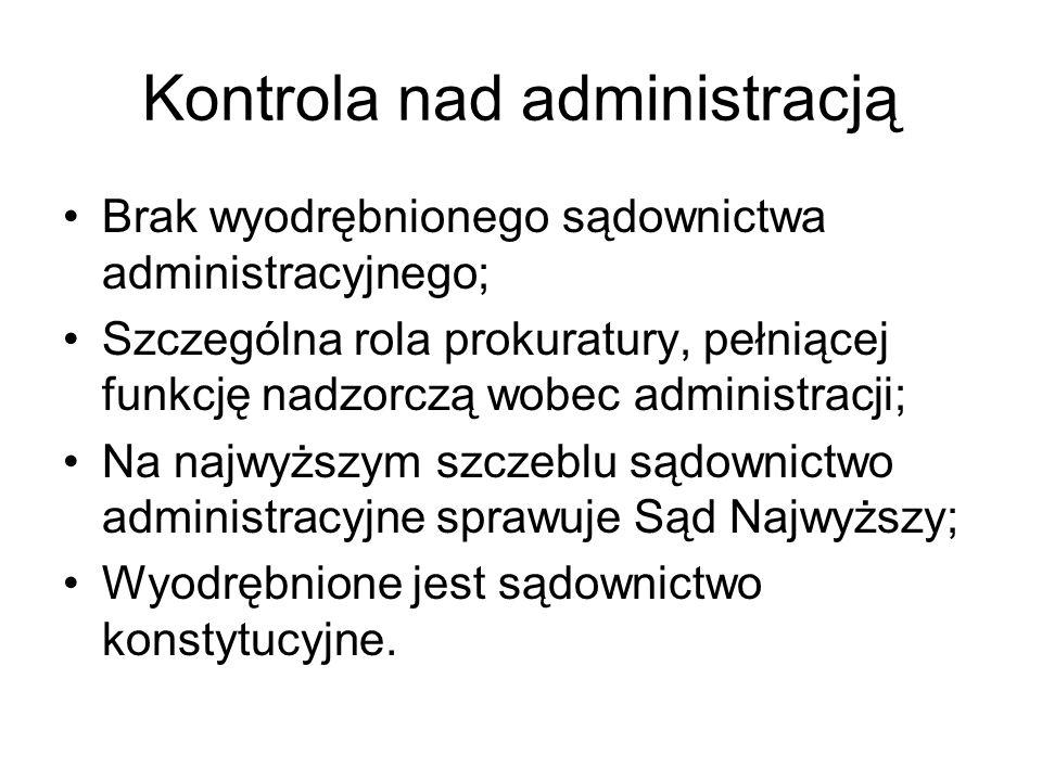 Kontrola nad administracją Brak wyodrębnionego sądownictwa administracyjnego; Szczególna rola prokuratury, pełniącej funkcję nadzorczą wobec administr