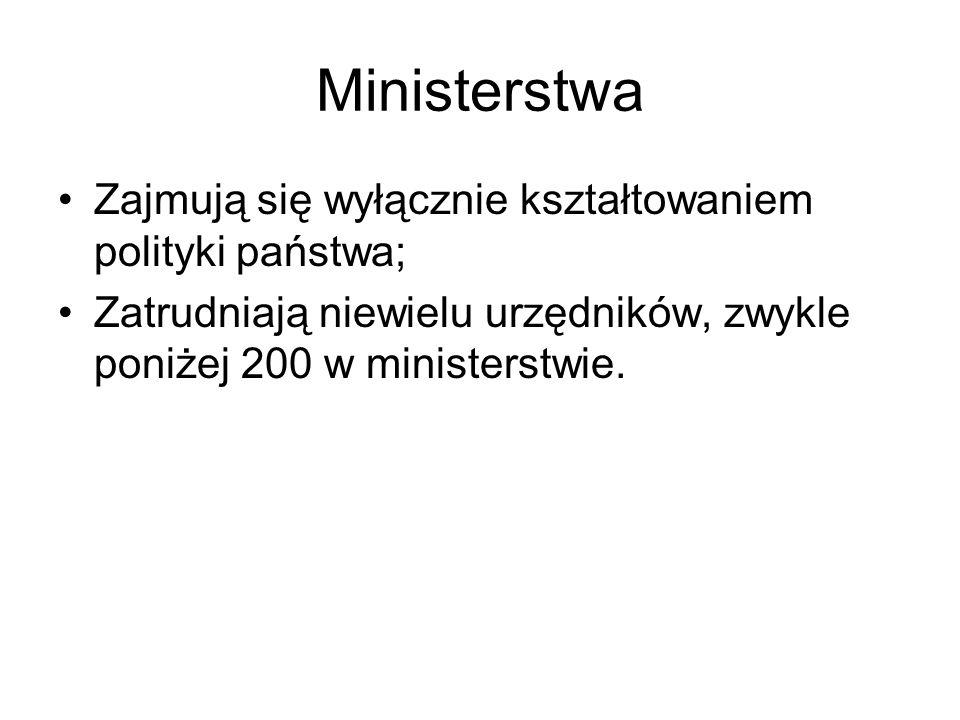 Ministerstwa Zajmują się wyłącznie kształtowaniem polityki państwa; Zatrudniają niewielu urzędników, zwykle poniżej 200 w ministerstwie.