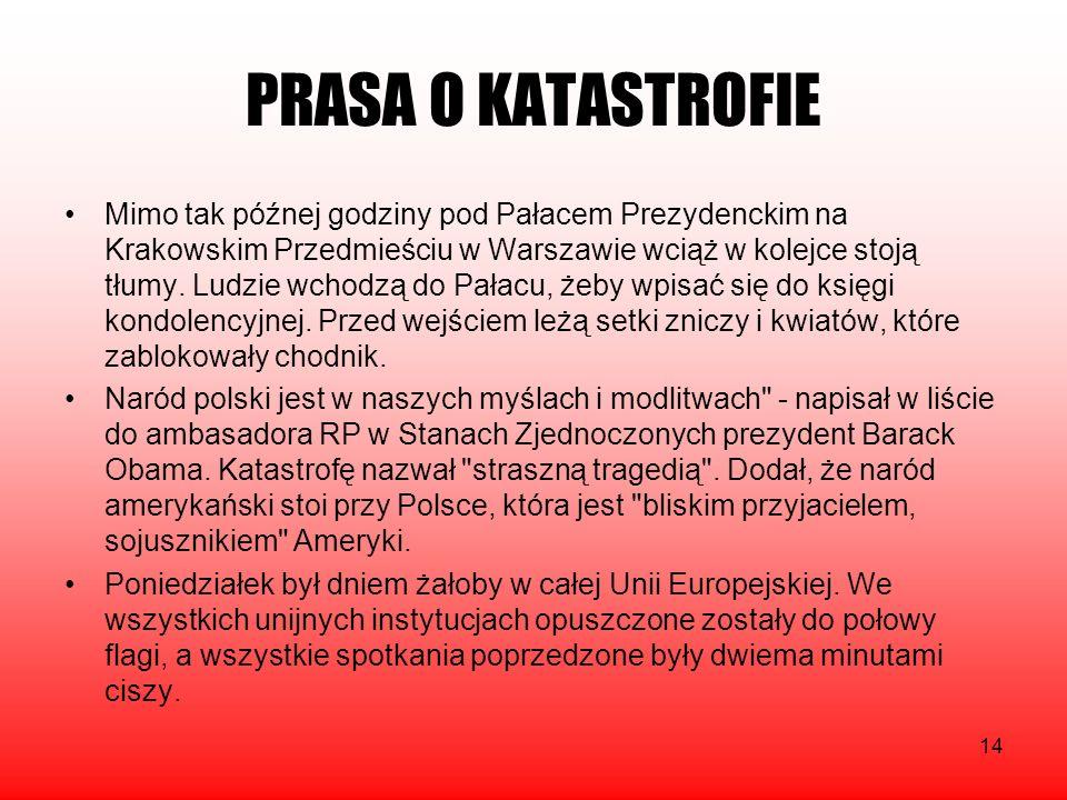 14 Mimo tak późnej godziny pod Pałacem Prezydenckim na Krakowskim Przedmieściu w Warszawie wciąż w kolejce stoją tłumy. Ludzie wchodzą do Pałacu, żeby