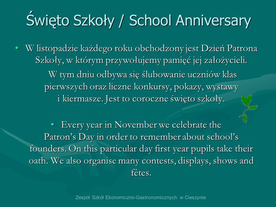 W listopadzie każdego roku obchodzony jest Dzień Patrona Szkoły, w którym przywołujemy pamięć jej założycieli.W listopadzie każdego roku obchodzony je