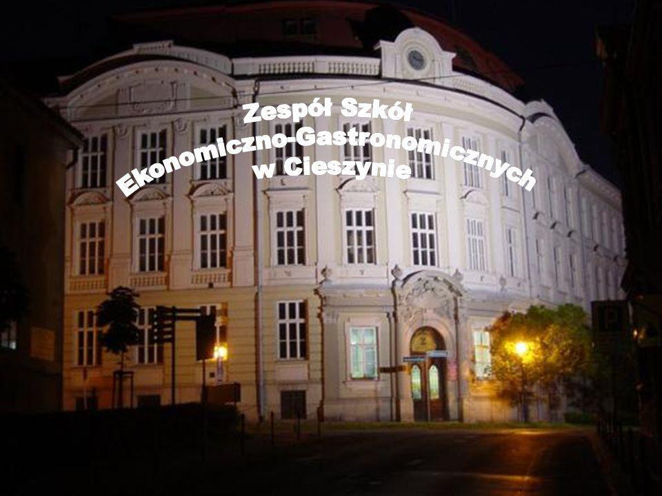 O szkole / About School Szkoła nasza usytuowana jest w centrum Cieszyna, który znajduje się w okolicach Bielska-Białej i Wisły.