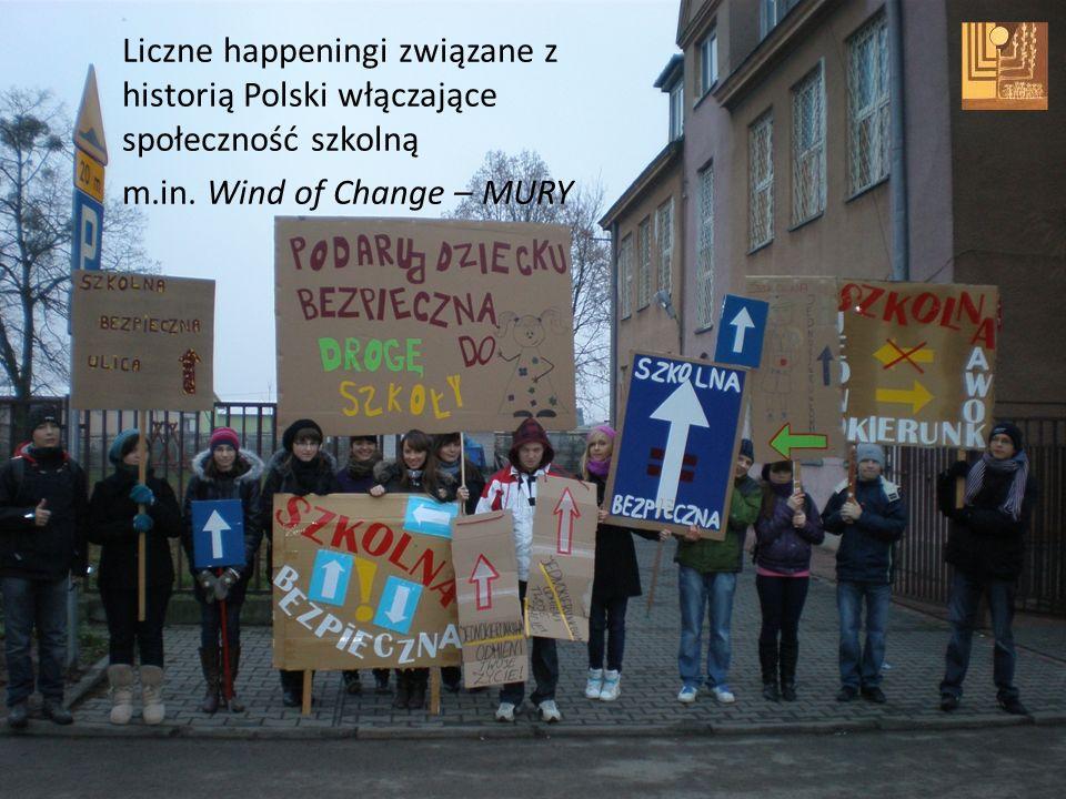 Liczne happeningi związane z historią Polski włączające społeczność szkolną m.in. Wind of Change – MURY