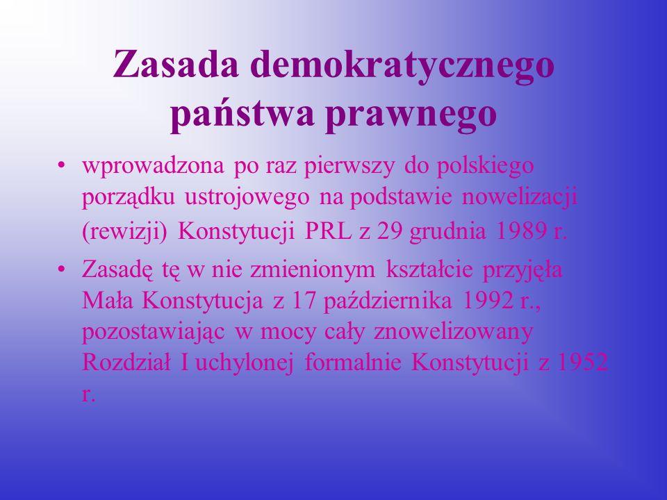 Demokratyczne państwo prawne to takie, w którym: prawo odzwierciedla akceptowany społecznie system wartości, oparty na prawie naturalnym i standardach prawa międzynarodowego wola większości, wyrażona w formie ustawy, może być przezwyciężona w wyniku zastosowania kontroli konstytucyjności prawa