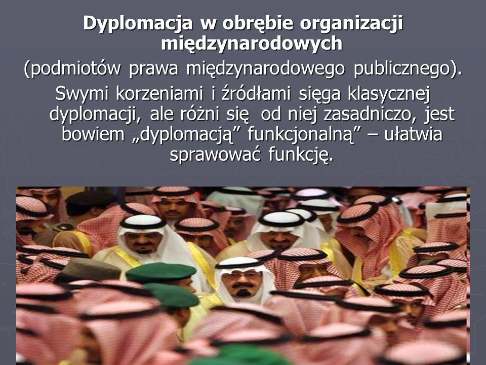 Dyplomacja w obrębie organizacji międzynarodowych (podmiotów prawa międzynarodowego publicznego). Swymi korzeniami i źródłami sięga klasycznej dyploma
