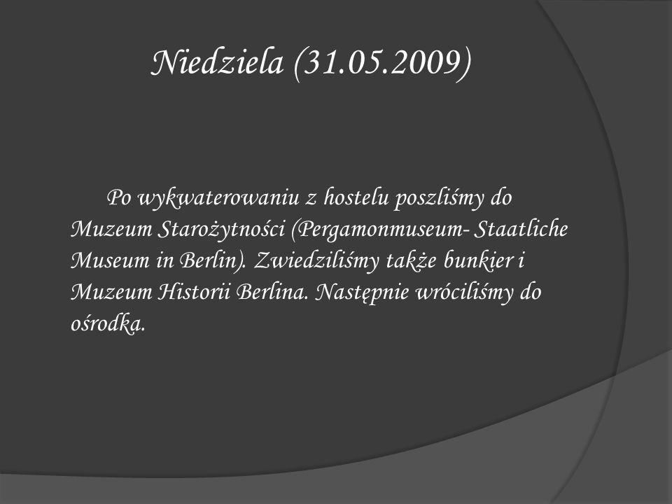 Niedziela (31.05.2009) Po wykwaterowaniu z hostelu poszliśmy do Muzeum Starożytności (Pergamonmuseum- Staatliche Museum in Berlin). Zwiedziliśmy także
