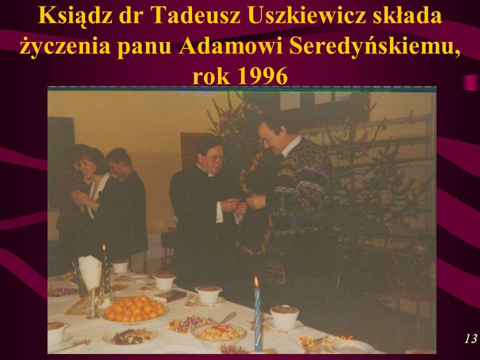 Ksiądz dr Tadeusz Uszkiewicz składa życzenia panu Adamowi Seredyńskiemu, rok 1996 13