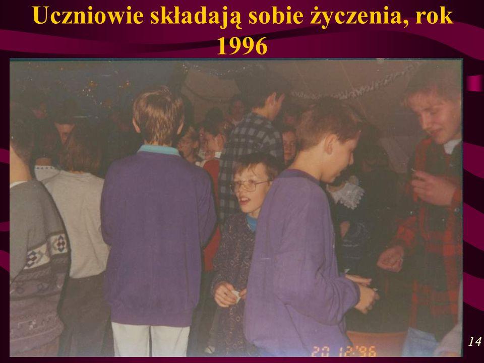 Uczniowie składają sobie życzenia, rok 1996 14