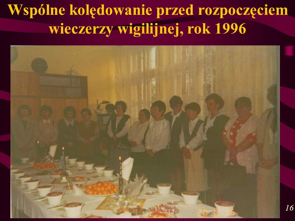 Wspólne kolędowanie przed rozpoczęciem wieczerzy wigilijnej, rok 1996 16