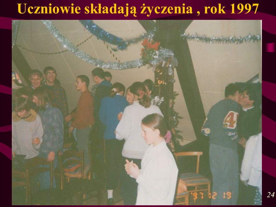 Uczniowie składają życzenia, rok 1997 24