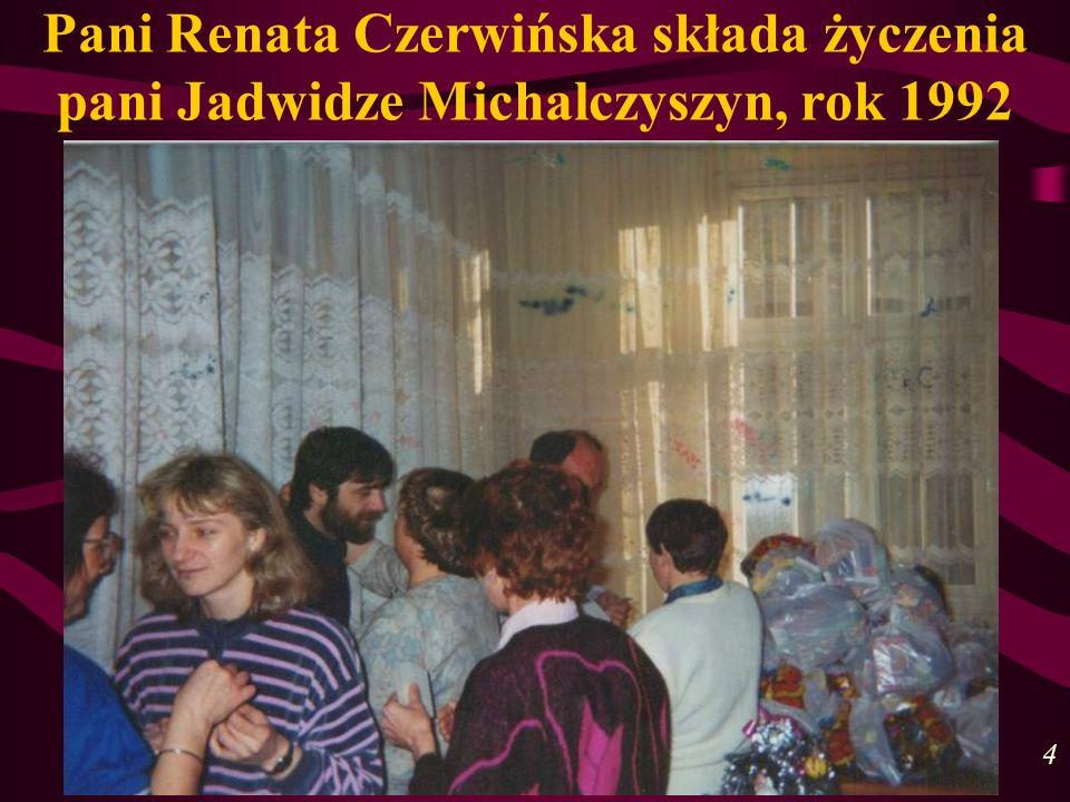 Pani Renata Czerwińska składa życzenia pani Jadwidze Michalczyszyn, rok 1992 4