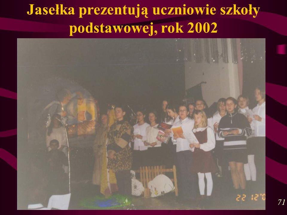 Jasełka prezentują uczniowie szkoły podstawowej, rok 2002 71