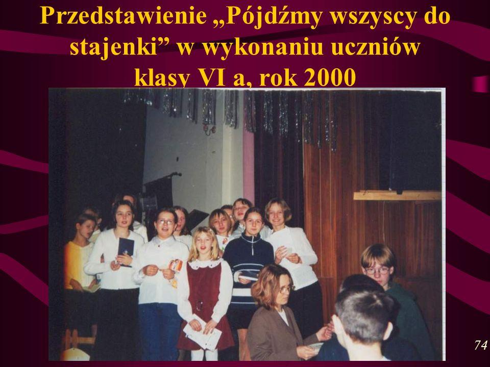 Przedstawienie Pójdźmy wszyscy do stajenki w wykonaniu uczniów klasy VI a, rok 2000 74