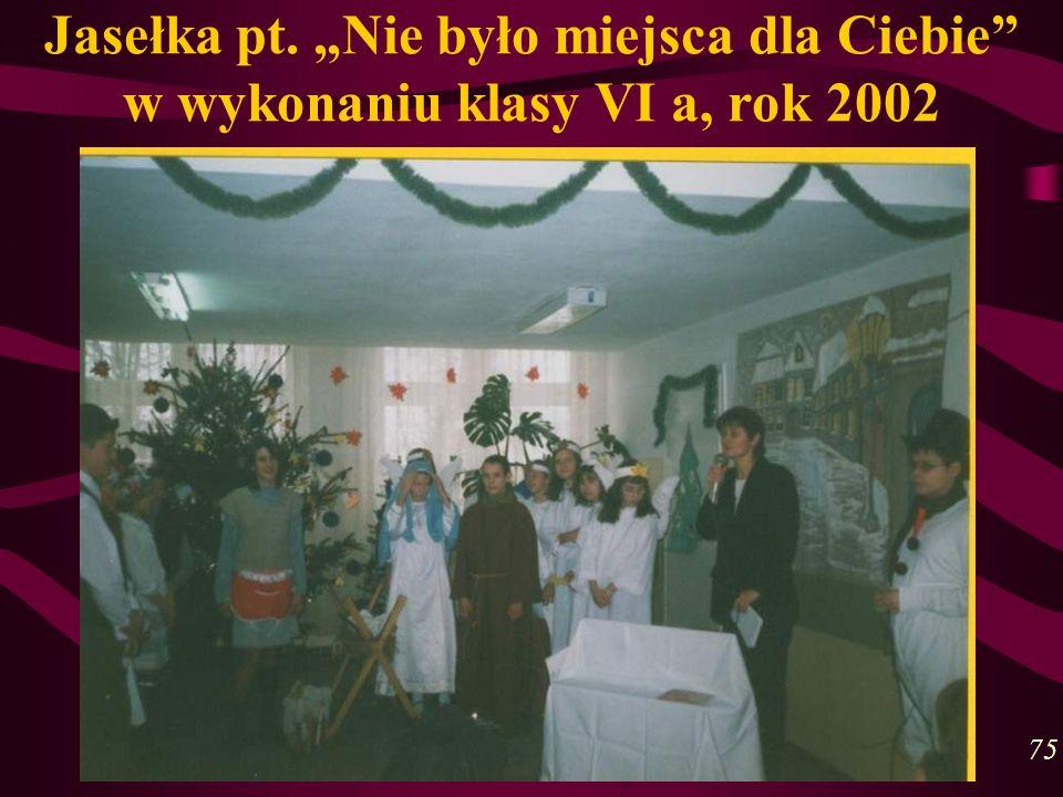 Jasełka pt. Nie było miejsca dla Ciebie w wykonaniu klasy VI a, rok 2002 75