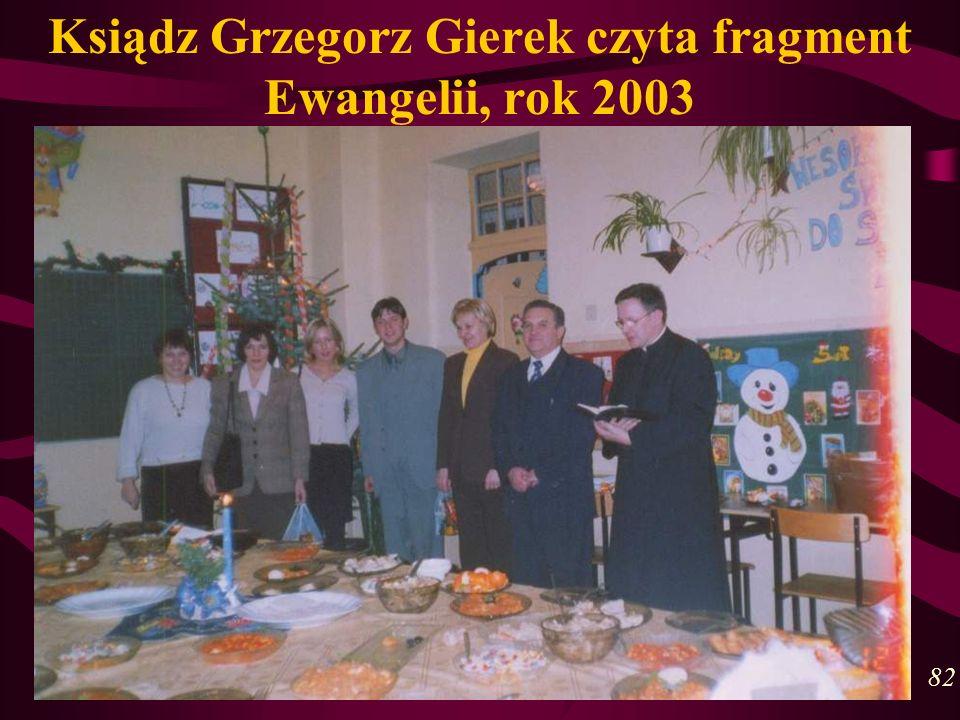 Ksiądz Grzegorz Gierek czyta fragment Ewangelii, rok 2003 82
