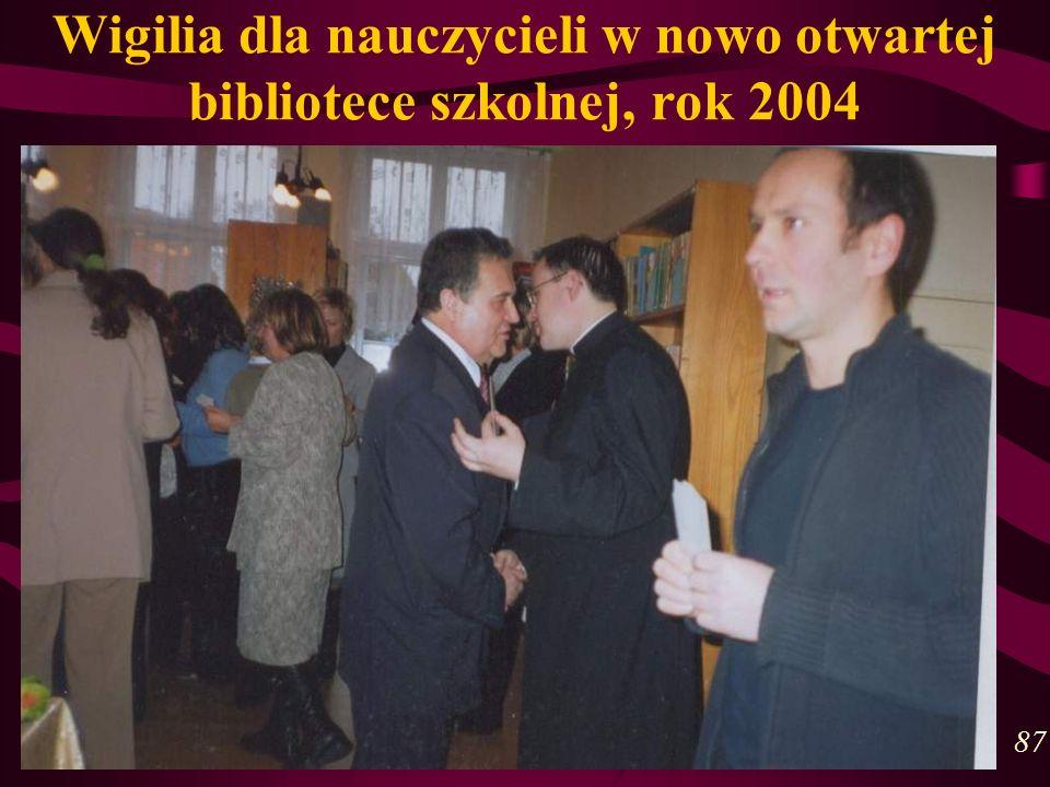 Wigilia dla nauczycieli w nowo otwartej bibliotece szkolnej, rok 2004 87