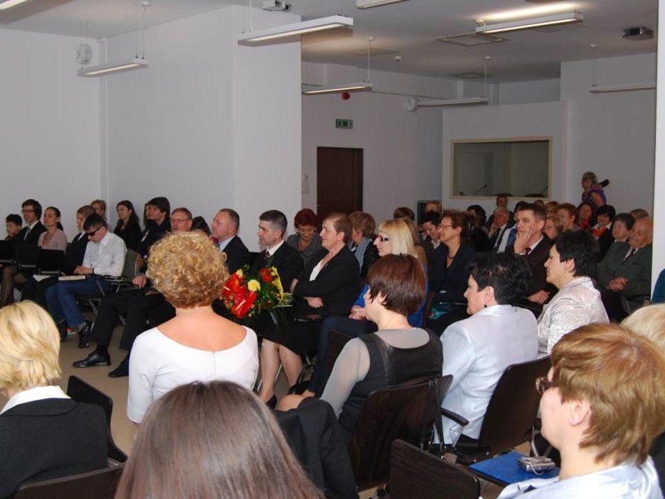 Po zakończeniu prezentacji odbyła się uroczystość wręczania medalu i dyplomów.