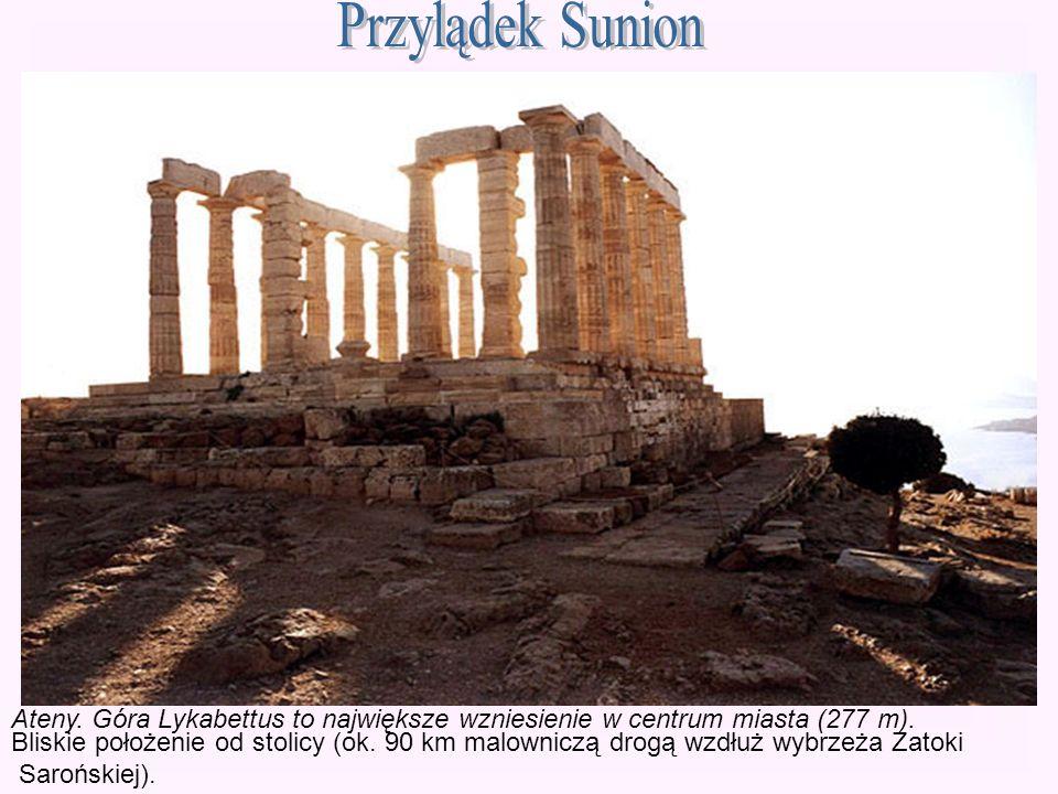 Ateny. Góra Lykabettus to największe wzniesienie w centrum miasta (277 m). Bliskie położenie od stolicy (ok. 90 km malowniczą drogą wzdłuż wybrzeża Za